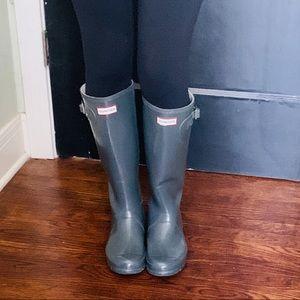 Hunter Wellington boots size 8 shiny gray